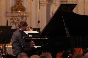 Alexander Maria Wagner konzertierte mit der Böhmischen Kammerphilharmonie Pardubice im Spanischen Saal der Prager Burg unter der Leitung von Marko Ivanovic.
